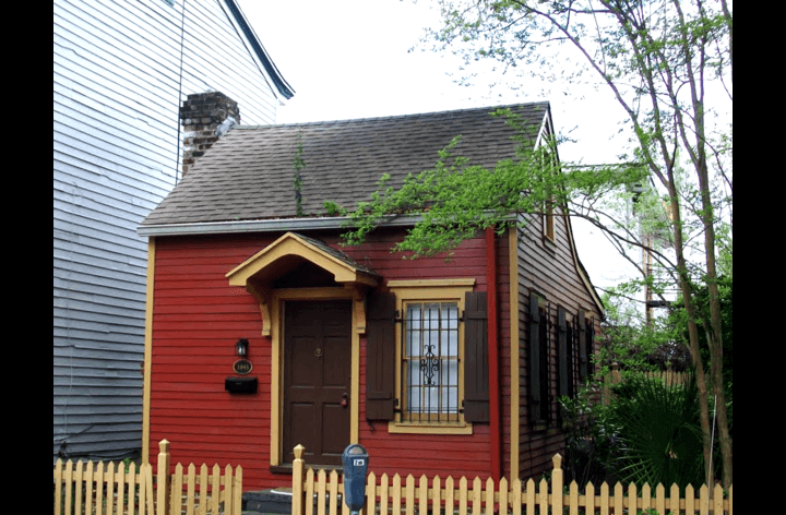 Savannah's smallest house during its red years.